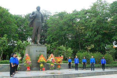 Lanh dao TP Ha Noi dang hoa tuong nho lanh tu V.I Lenin - Anh 4