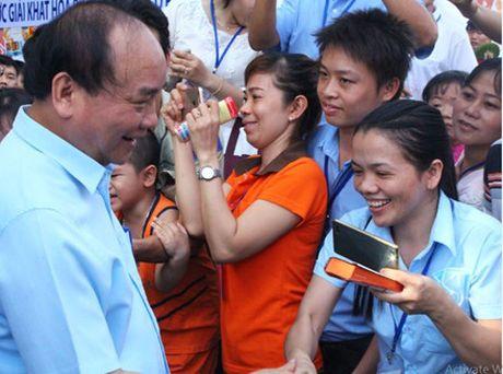 Dau an Thu tuong Nguyen Xuan Phuc voi cong nhan lao dong - Anh 1