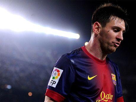 Sieu sao Messi doi mat voi an tu - Anh 1