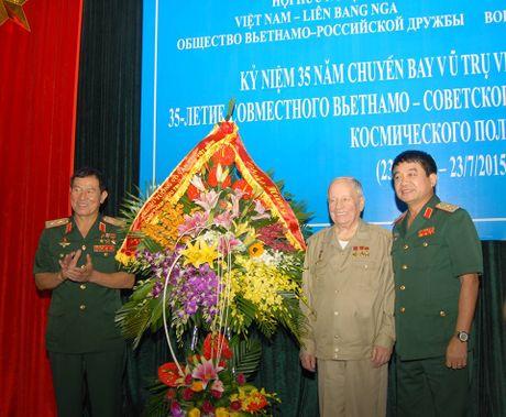 Hinh anh dang nho ve phi hanh gia cung Pham Tuan bay len vu tru - Anh 13