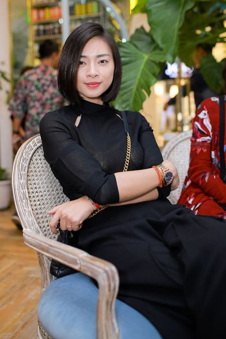 Dao dien 'Kong' om hon Ngo Thanh Van truoc tram nguoi - Anh 3