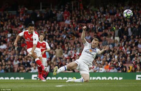 Alexis Sanchez toa sang truoc Sunderland, Arsenal van o rat xa Top 4 - Anh 2