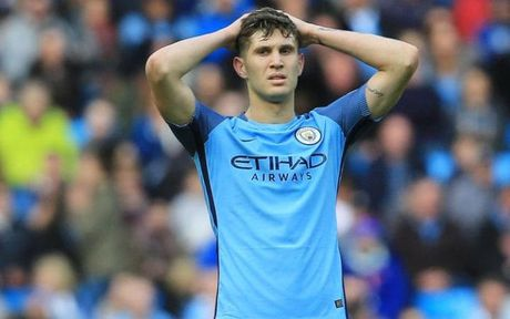 Doi hinh te nhat NHA 2016/17: That vong Man Utd, Man City! - Anh 5