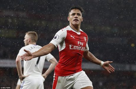 Video ket qua Arsenal vs Sunderland: Arsenal niu giu den cung hy vong Champions League - Anh 1