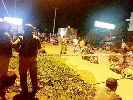 Dieu tra vu nguoi dan ong bi chem tu vong khi dang di bo tren cau Binh Phu - Anh 1