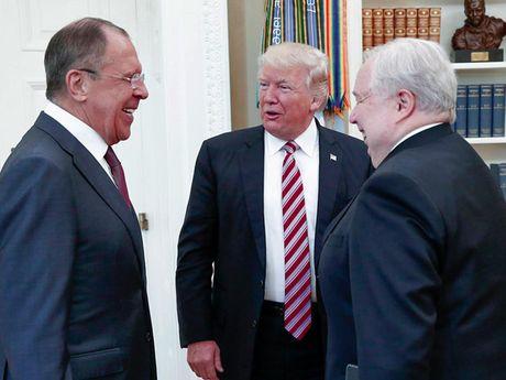 Trump: La tong thong, toi hoan toan co quyen chia se thong tin voi Nga - Anh 1