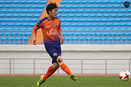 Luong Xuan Truong lan dau da chinh cho Gangwon FC - Anh 1