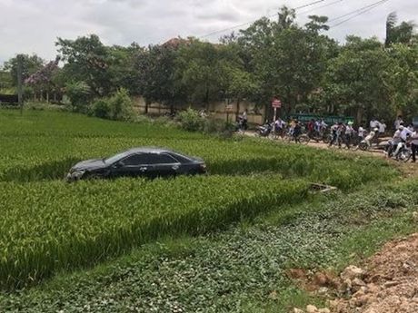 Khoi to tai xe xe Camry dam 3 hoc sinh tu vong - Anh 1
