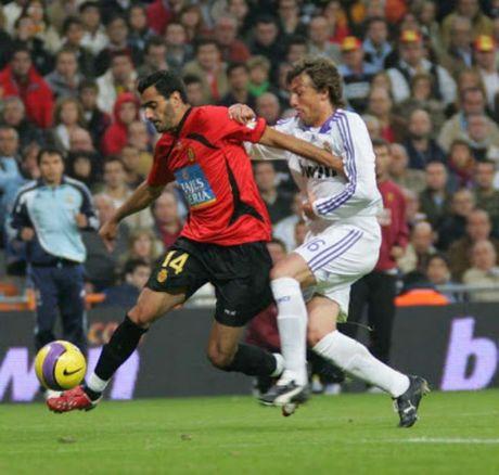 La Liga va nhung cuoc lat do ky vi: Real, Barca tung la nan nhan - Anh 4