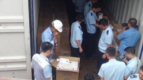 Can canh vu kham xet container chua thuoc la ngoai khong giay to - Anh 3