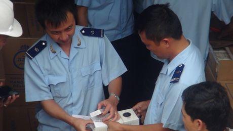 Can canh vu kham xet container chua thuoc la ngoai khong giay to - Anh 4