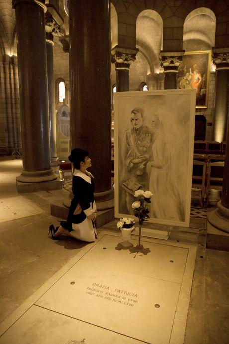 Ly Nha Ky vieng mo cong nuong Grace Kelly tai Phap - Anh 9