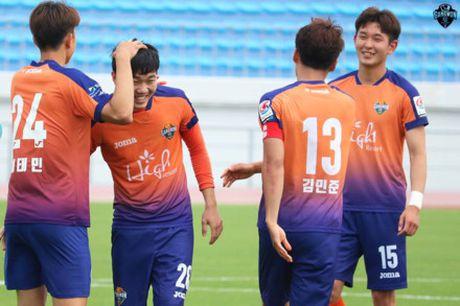 HLV Gangwon United yeu cau Xuan Truong chung to nang luc - Anh 1