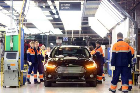 Ford se sa thai 20.000 cong nhan do gia co phieu va loi nhuan giam - Anh 2
