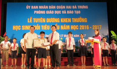 Nganh giao duc dao tao quan Hai Ba Trung dat thanh tich cao trong nam hoc 2016-2017 - Anh 1