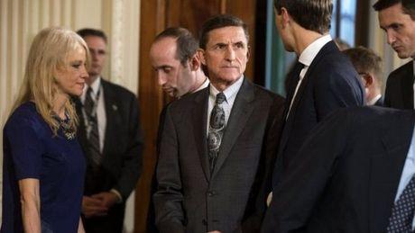 "Tong thong Trump ""yeu cau FBI ngung dieu tra Flynn"" - Anh 2"
