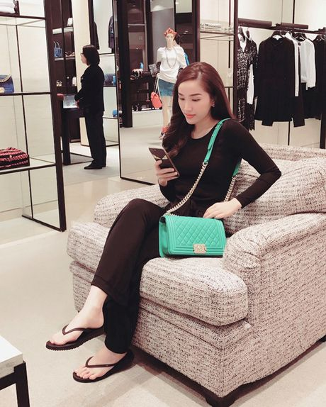 Bao Thy tu thuong chuyen du lich Singapore sau dang quang The Remix - Anh 11