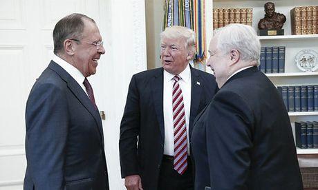 Nhung lan Trump de cao viec bao ve thong tin mat - Anh 1