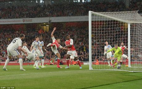 Arsenal quyet dua top 4, dua 'Vua pha luoi' toi cung - Anh 3