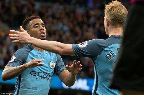 Arsenal quyet dua top 4, dua 'Vua pha luoi' toi cung - Anh 4