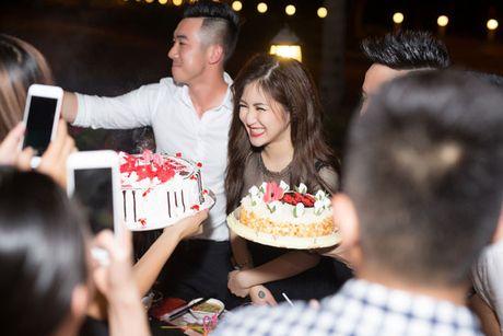 Huong Tram goi cam mung tuoi moi ben ban be - Anh 10