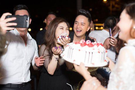 Huong Tram goi cam mung tuoi moi ben ban be - Anh 13