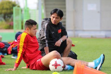 Linh bau Duc dau ve vot o tuyen U-20 Viet Nam - Anh 1