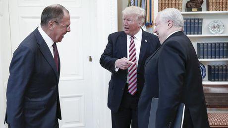 Nghi si My yeu cau Trump giai trinh vu tiet lo tin mat voi Nga - Anh 1
