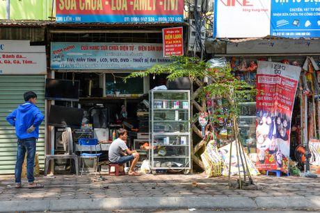 Day cua hang sieu nho ton tai 30 nam o Ha Noi - Anh 4