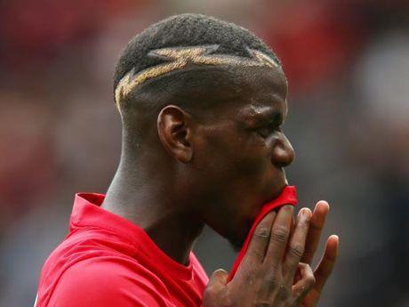 Dua tang cha, Pogba bo tran MU gap Southampton - Anh 1