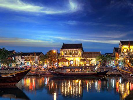 Hoi An lot top 10 thanh pho nho dang tham nhat the gioi - Anh 6