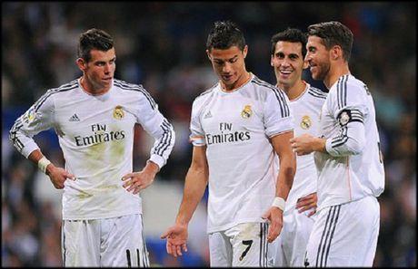 MU xac nhan mua James Rodriguez, Bale bi Ronaldo ep roi Real - Anh 2