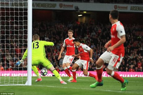 Chum anh: Sanchez ruc sang trong ngay cac CDV doi 'tram' HLV Wenger - Anh 6