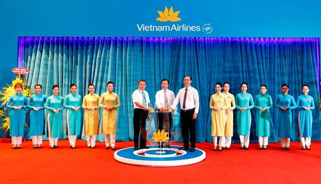 Vietnam Airlines khai thac he thong dich vu nha ga moi T2 Da Nang - Anh 1