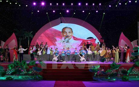Chuong trinh nghe thuat 'Ho Chi Minh - Nguoi la niem tin tat thang' - Anh 1