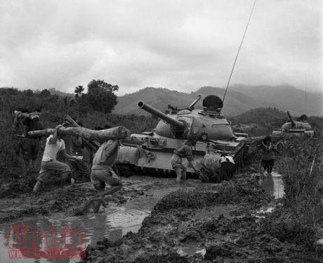 Trung bay 17 tac pham anh dat giai thuong Ho Chi Minh va giai thuong Nha nuoc - Anh 10
