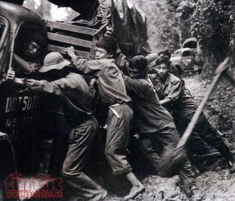 Trung bay 17 tac pham anh dat giai thuong Ho Chi Minh va giai thuong Nha nuoc - Anh 6