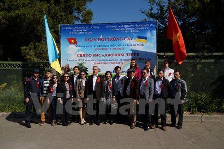 Ngay hoi trong cay tai Ukraine mung sinh nhat Chu tich Ho Chi Minh - Anh 2