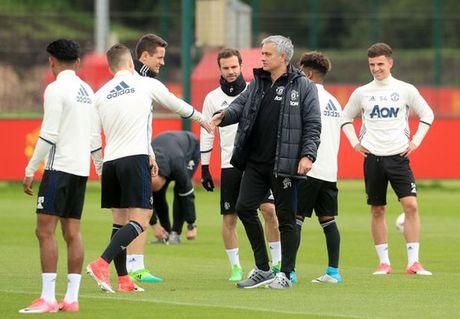 """Mourinho """"phan phao"""" HLV Ajax - Anh 1"""
