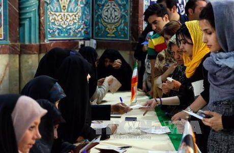 Iran bat dau kiem phieu bau tong thong - Anh 1