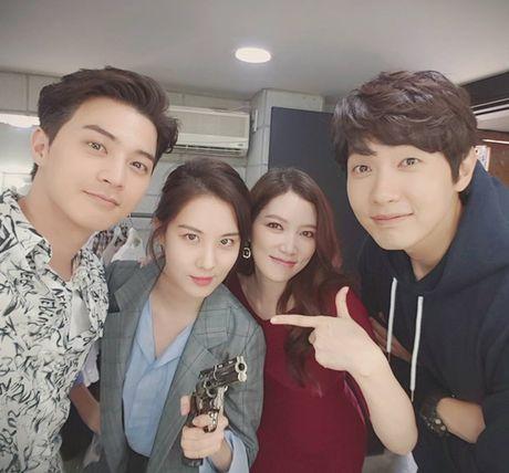 Sao Han 20/5: Momo than thiet voi Hee Chul, Seo Hyun ra ve cool ngau - Anh 2