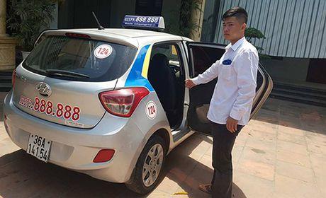 Chiec taxi mo bung cua va su vo tam cua nhung ke 'tay nhanh hon nao' - Anh 1