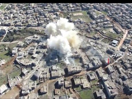 Khong quan Nga-Syria trut 'mua bom' xuong nhom khung bo o Daraa - Anh 1