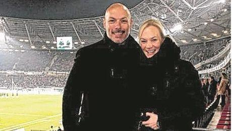 Ban gai cua Howard Webb tro thanh nu trong tai dau tien trong lich su Bundesliga - Anh 2