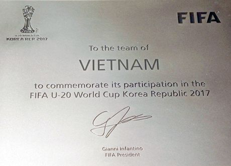 U.20 Viet Nam nhan Bang danh vi tham du World Cup cua FIFA - Anh 2