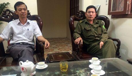 Hung Yen: Truong thon cung em trai danh dan nhap vien - Anh 2