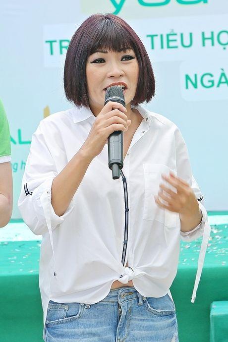Phuong Thanh, Anh Vu trao qua cho tre em ngheo - Anh 2