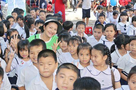Phuong Thanh, Anh Vu trao qua cho tre em ngheo - Anh 4