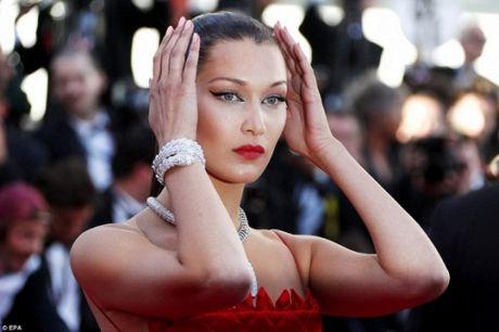 Rihanna chiem the thuong phong tai tham do Cannes ngay thu 3 - Anh 10