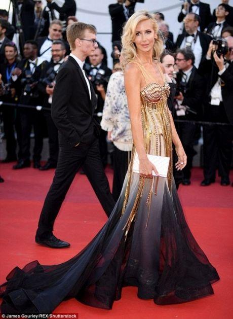 Rihanna chiem the thuong phong tai tham do Cannes ngay thu 3 - Anh 12